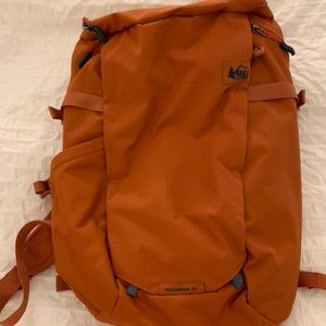 Gently used REI Ruckpack 18L with Rain Cover